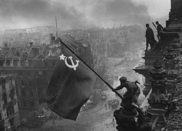 IU Ávila remunicipalizando el Reichstag