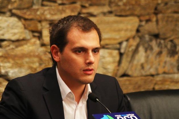 Conferencia_de_Albert_Rivera_en_Vigo_(2_de_octubre_de_2012)_(5)